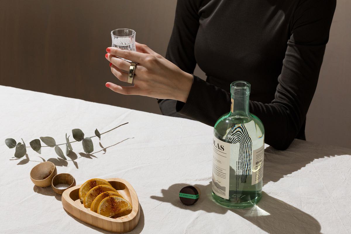 线性元素!龙舌兰酒包装设计