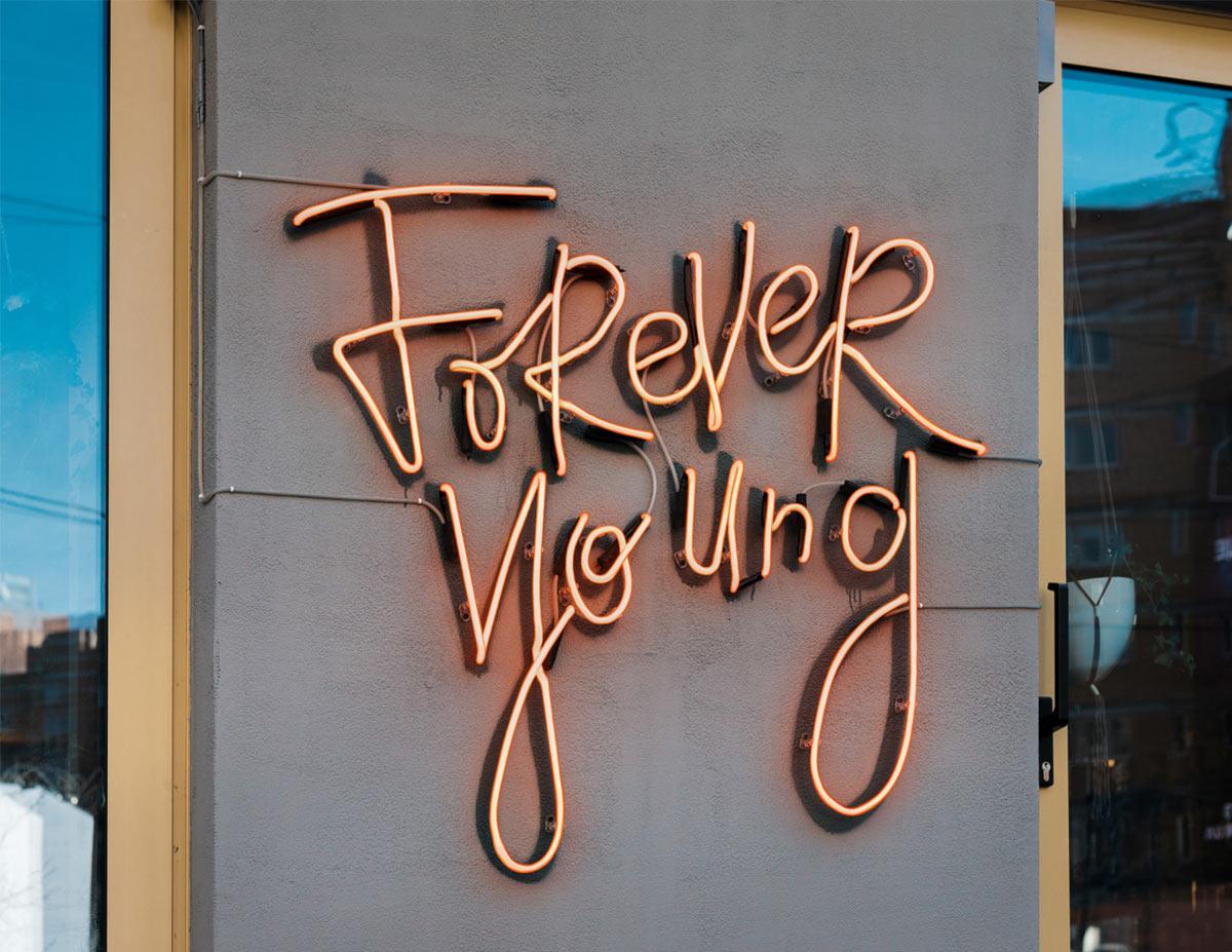 保持年轻!餐厅品牌VI设计